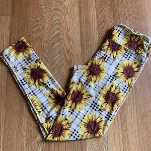 OS Plaid sunflower leggings 🌻